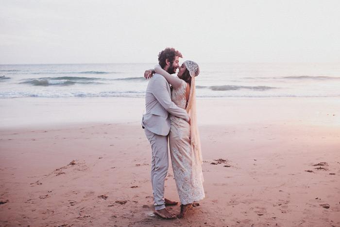Fotos de boda en la playa de El Palmar en Cádiz de Lorena Castell y Juanito Mankandé